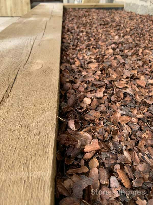 Stones4Homes cocoa shell mulch - dry